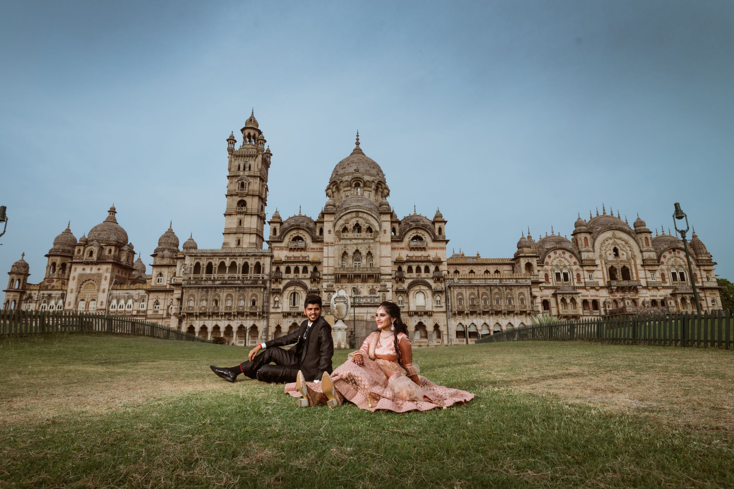 outdoor couple shoot in front of a palace