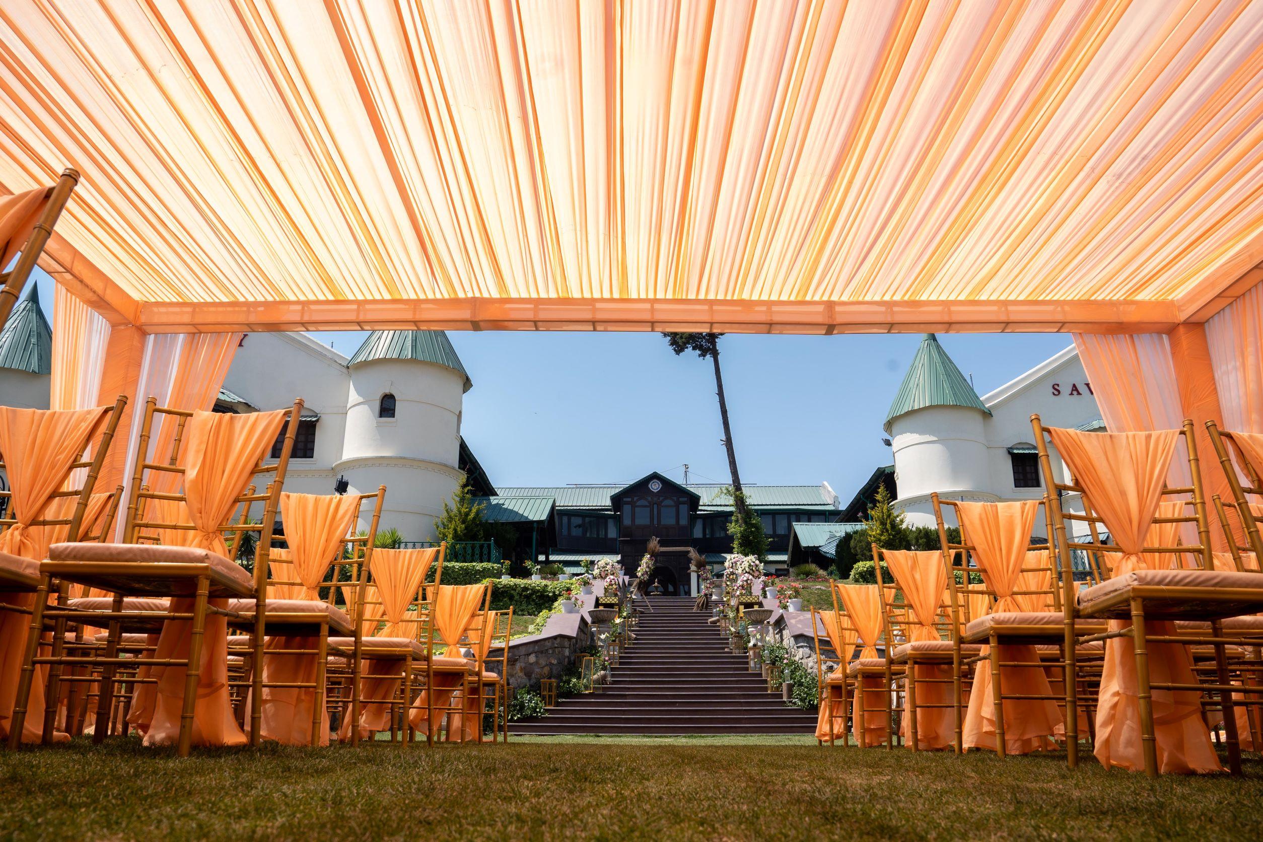peach mountain wedding decor