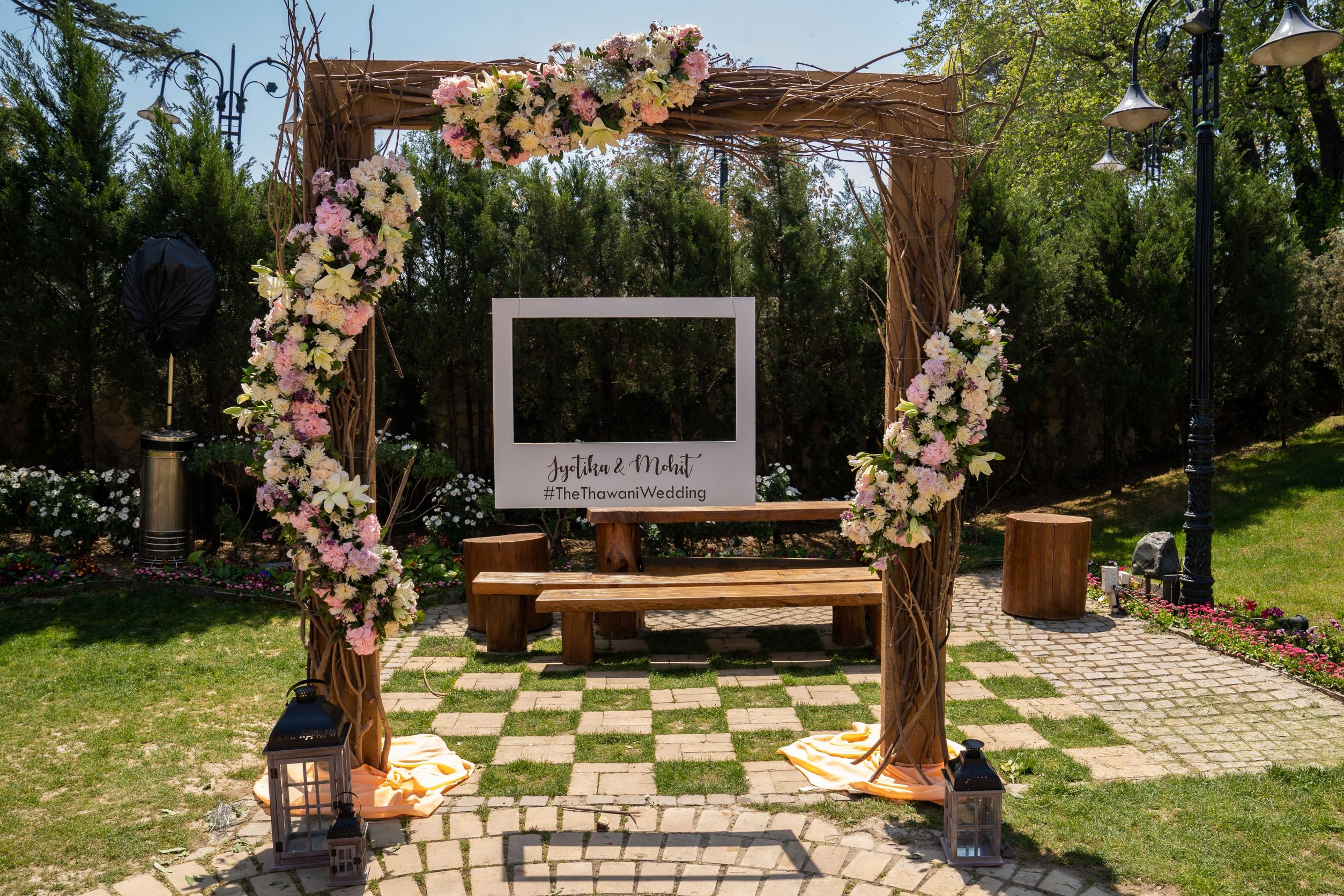 rustic floral photobooth