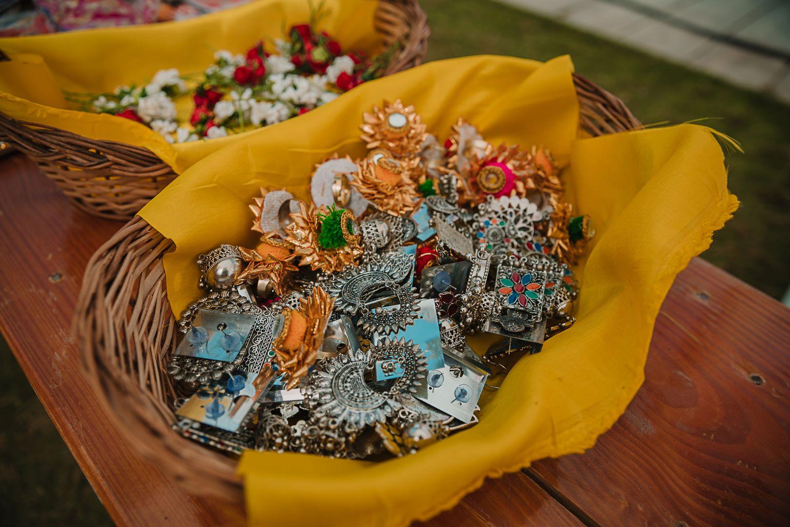 silver earrings as wedding favors