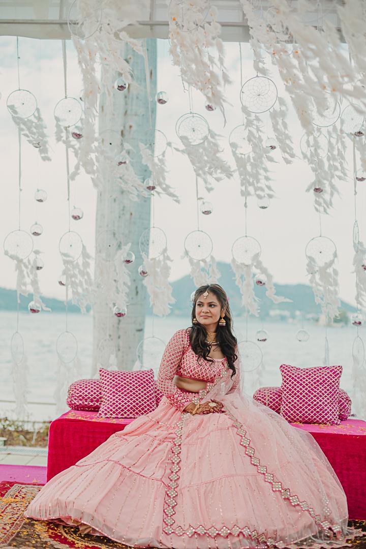 udaipur bride in pink lehenga