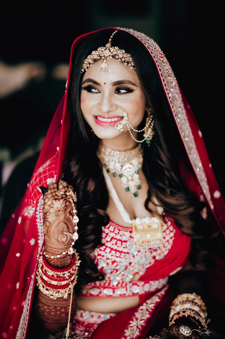 bride in glowing bridal makeup and open hairstyle